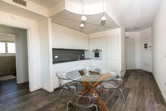 White mat lacquer kitchen