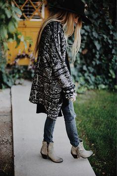 Boho Street Style Inspiration: Oversized Patterned Cardigan Jacket Fall Look #johnnywas