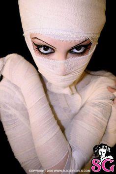 A sexy alien mummy