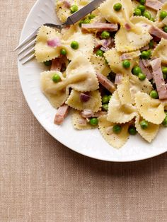 Creamy Farfalle with Ham and Peas - SO easy and really tasty!  I suggest adding extra ham and sprinkling with shaved Parmesan cheese.  Yum!