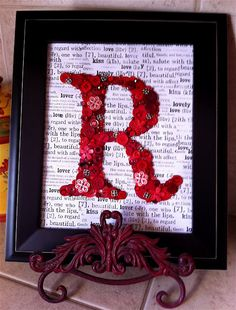Create●Share●Inspire: Button Monograms Maybe on lyrics from a special song. Button Letters, Button Art, Button Crafts, Button Initial, Red Button, Craft Gifts, Diy Gifts, Xmas Gifts, Little Presents