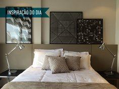 As fotografias de edifícios e elementos arquitetônicos sobre a cama dão o clima urbano do ambiente, onde predominam tons de bege e marrom