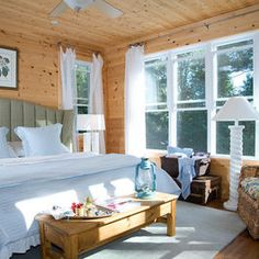 Traditional Bedroom Log Bedroom Design, Pictures, Remodel, Decor and Ideas Knotty Pine Rooms, Knotty Pine Decor, Knotty Pine Paneling, White Paneling, Wood Paneling, Wood Walls, Cabin Design, Cottage Design, House Design