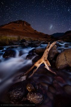 Starry Drakensberg Night by Mark Dumbleton, via Stars shine bright over the Bushmans River in the Giants Castle Reserve in South Africa Beautiful Places, Beautiful Pictures, Amazing Places, South Afrika, Kwazulu Natal, Travel Planner, Rest Of The World, Nature Reserve, Live