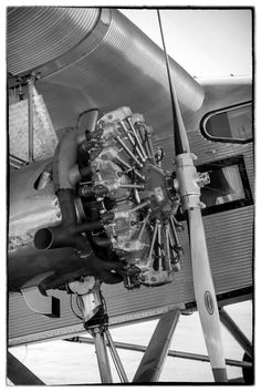 Black and white photo of a 1929 Ford Trimotor radial engine
