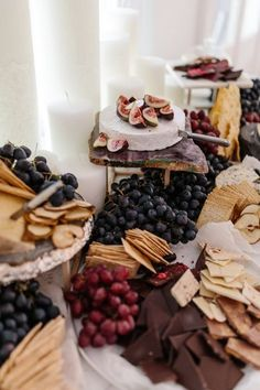 37 New Ideas Cheese Table Wedding Dreams Gourmet Breakfast, Breakfast For Dinner, Cheese Table Wedding, Cheese Platter Wedding, Buffet Wedding, Tapas, Charcuterie And Cheese Board, Cheese Boards, Grazing Tables