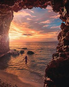 Do you prefer sunset or sunrise? Tag someone you'd enjoy the view with! Beautiful Sunset, Beautiful World, Beautiful Places, Beautiful Pictures, Beautiful Scenery, Landscape Photography, Nature Photography, Photos Voyages, Vacation Trips