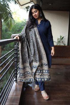 Kurtas Silk Kurti Designs, Simple Kurta Designs, Churidar Designs, Kurta Designs Women, Kurti Designs Party Wear, Saree Blouse Designs, Casual Indian Fashion, Indian Fashion Dresses, Dress Indian Style