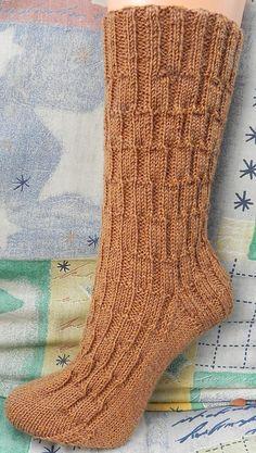 Ravelry: Andi pattern by Birgit Ka, free pattern Crochet Socks, Knitting Socks, Hand Knitting, Knitting Paterns, Knitting Videos, Lots Of Socks, Bed Socks, Little Cotton Rabbits, Knit Basket