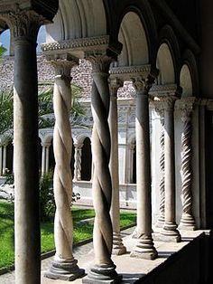Romanesque architecture - Cloister of the Basilica di San Giovanni in Laterano, Rome. Wikipedia, the free encyclopedia