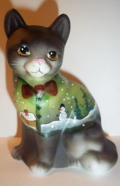 Fenton Glass Christmas Snowman Scene Black Sitting CAT GSE Kim Barley LTD ED of Fenton Gift Shop Exclusive! Here's an adorable Fenton sit Fenton Glassware, Vintage Glassware, Christmas Figurines, Christmas Snowman, Mosaic Glass, Glass Art, The Glass Menagerie, Glass Figurines, Glass Animals