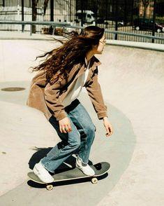 Aesthetic skate skating skateboard vibes how to tricks skatergirl skater girl rachelle vinberg Surfergirl Style, Look Skater, Looks Hip Hop, Skate Girl, Skate Style Girl, Skater Girl Style, Surf Style, Skater Girl Outfits, Skater Girl Fashion