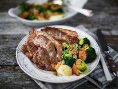 Nakkekoteletter med gratinert brokkoli og purre