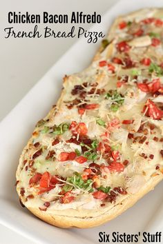 Chicken Bacon Alfredo French Bread Pizza on SixSistersStuff.com - dinner is ready in less than 20 minutes with this meal!