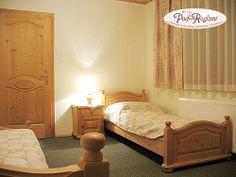 Apartament I - druga sypialnia: 2 pojedyncze łóżka, telewizor, balkon  http://www.podreglami.pl/zakwaterowanie/apartament-i-4-os.html