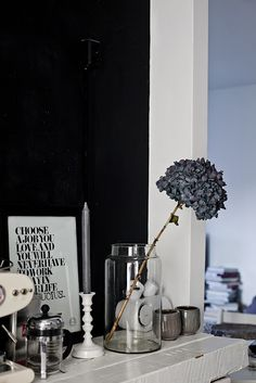 Details in the kitchen, photo Krista Keltanen White Candle Holders, Deco Nature, Style Deco, Living Styles, Black Decor, Home Decor Styles, Home Decor Inspiration, Decor Ideas, Wall Colors