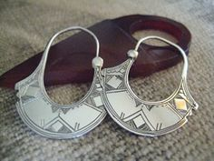Oh so tribal :) [Africa | Contemporary etched sterling silver Tuareg earrings]