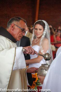 Los momentos de la ceremonia eclesiástica siempre tendrán un significado especial en la pareja