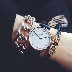 Image via We Heart It #accessoires #black #fashion #gold #outfit #style #watch #white #woman #kapten #kaptenandson #kaptenandson