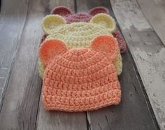Crochet Stuff Bears Patterns I'm so in love with this super easy baby teddy bear hat pattern. This free crochet pattern comes in 3 baby sizes newborn, months and months. It's the ideal accessory for this… Crochet Baby Hat Patterns, Crochet Baby Beanie, Crochet Teddy, Cute Crochet, Baby Patterns, Crocheted Hats, Baby Teddy Bear, Teddy Bears, Crochet Gratis
