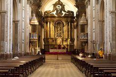 Éste es la Catedral Metropolitana de Buenos Aires. Es muy elegante.