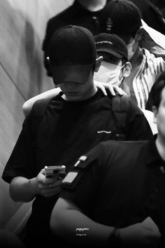 """""""I'm creeping in your shoulder babe"""" -BBH Exo Chanbaek, Chanyeol Baekhyun, Exo Ot12, Got7, Puppy Store, Exo Couple, Exo Lockscreen, Fanart, Kpop Exo"""
