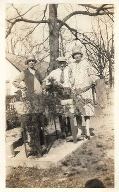 Behind The Ferns Grouchy Flappers & Their Father Pose Near Potted Plants Vintage Snapshot 1920's Family Portrait Antique Photos, Vintage Photos, Black White Photos, Black And White, Marcel Waves, Creepy Masks, Native American Headdress, Paper Mask, Garden Arbor