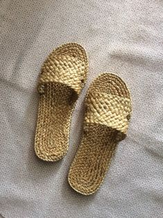Weaving Hotel Wedding Welcome Slippers, Beach Sandals , Straw Sandals Bohemian, raffia shoes, Greek Greek Sandals, Beach Sandals, Star Wars Origami, Aztec Bag, Diy Straw, Slippers, Crochet Shoes, Wedding Welcome, Everyday Bag