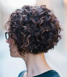 Jaw-length Black Curly Bob with Highlights - Black Haircut Styles Thin Curly Hair, Short Wavy Hair, Curly Hair Styles, Curly Pixie, Curly Bangs, Curly Short Bobs, Black Haircut Styles, Haircuts For Curly Hair, Wavy Hairstyles