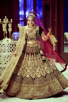 Latest Indian Wedding Dress New Latest Indian Bridal Dresses Designs Trends 2019 Collection Indian Bridal Outfits, Indian Bridal Lehenga, Indian Bridal Fashion, Indian Bridal Wear, Indian Dresses, Bridal Dresses, Wedding Lehnga, Indian Wedding Bride, Wedding Mandap