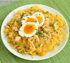 This recipe of Pancit Palabok is a simple one requiring the most simple ingredient from the yellow thick sauce and basic toppings but still delicious. Filipino Dishes, Filipino Recipes, Asian Recipes, Filipino Food, Ethnic Recipes, Filipino Noodles, Filipino Pancit, Pinoy Recipe, Pork Recipes