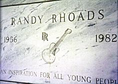 Randy Rhoads - American heavy metal guitarist who played with Ozzy Osbourne and Quiet Riot. He died in a plane accident while on tour with Osbourne in Florida in Heavy Metal Music, Heavy Metal Bands, Blizzard Of Ozz, Best Guitarist, Famous Graves, Music Hits, Guitar Collection, Ozzy Osbourne, Grave Memorials