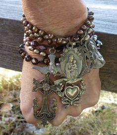 sacredadornments...love the collective massing./ pulseira em pedras castanhas