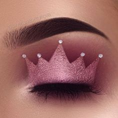 nice Glamour Make Up with Crown Eyeshadow New Trends Makeup Eye Looks, Eye Makeup Art, Pink Makeup, Crazy Makeup, Cute Makeup, Movie Makeup, Skull Makeup, Crown Eyeshadow, Eyeshadow Makeup
