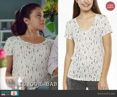 Jane's arrow printed t-shirt on Jane the Virgin.  Outfit Details: http://wornontv.net/46622/ #JanetheVirgin