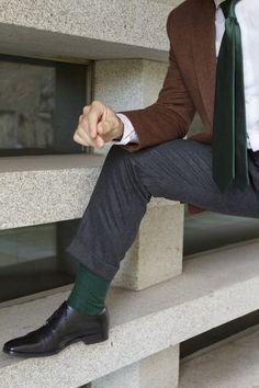 """""""El aprendizaje es experiencia, todo lo demás es información""""; Albert Einstein.     Los complementos marcan la diferencia. Zapatos, pantalones, camisas, chaquetas o jerséis requieren de"""
