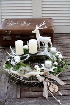 Advent wreath + deer antler + :::: + by + :::::::: + Blumerei + Berger + … Christmas Advent Wreath, Christmas Flowers, Noel Christmas, Christmas Candles, Winter Christmas, Christmas Crafts, Advent Wreaths, Reindeer Christmas, Nordic Christmas