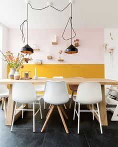 Bored with the monotone color of your dining room and need reference to change it? Check these dining room colors ideas out and you'll love them! Dining Room Colors, Kitchen Colors, Colorful Decor, Colorful Interiors, Half Painted Walls, Yellow Interior, Yellow Walls, Sweet Home, Dining Table