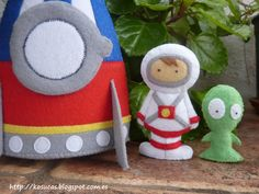 Felt rocket with spaceman and alien.. €35,00, via Etsy.