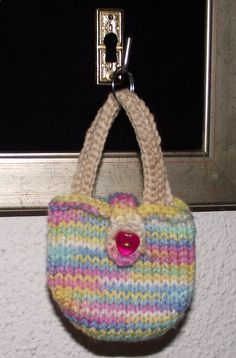 Keyring bag. Free pattern from www.redheart.com.  Very cute and quick to make for the days you are shopping for a diamond or two.