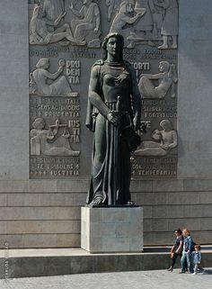 Estatuária Palácio da Justiça www.webook.pt #webookporto #porto #arquitectura