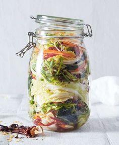 Recept: Kimchi – Syrade grönsaker på burk Raw Vegan Recipes, Veggie Recipes, Healthy Recipes, Keto Recipes, Fermented Foods, Base Foods, Vegetable Dishes, Kimchi, Easy Cooking