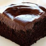 This Italian chocolate craving cake is ideal for all chocolate lovers! So rich, so creamy…simply delicious! Plus, really easy to prepare. Here is the recipe:Ingredients:For the cup flour Chocolate Buttercream Recipe, Amazing Chocolate Cake Recipe, Best Chocolate Cake, Chocolate Flavors, Chocolate Desserts, Homemade Chocolate, Craving Chocolate, Chocolate Chips, Chocolate Cake Recipe Cake Flour