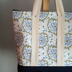 An absolutely stunning bag made by Lowry Fabrics.  #dagamatextiles #shweshwe #fabric #textiles