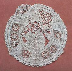 irish crochet motifs tude sur roues-study on wheels - Needle Lace Talk Hand Embroidery Flowers, Paper Embroidery, Beaded Embroidery, Crochet Doily Patterns, Crochet Motif, Crochet Lace, Doilies Crochet, Russian Crochet, Irish Crochet