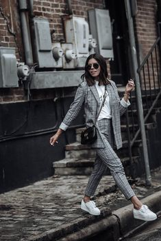 Blazer outfit's ideas 🧥👠 Classy Outfits, Trendy Outfits, Mode Outfits, Fashion Outfits, Womens Fashion, Blazer Fashion, Fashion 2018, Fashion Boots, Teenager Fashion Trends