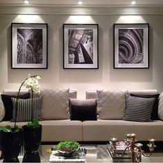 Lindo projeto de inspiração, sala preto e branco! Clássica, linda e elegante! #instadecor #designinspiration #homedesign #decorblackandwhite #blackandwithe #saladeestar #construindoumcastelinho