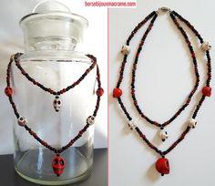 Collana di perline con teschi di diverse dimensioni bianchi e rossi, perfetta per Halloween! Filo in acciaio rivestito in nylon. Chiusura a vite. www.borsebijouxmacrame.com