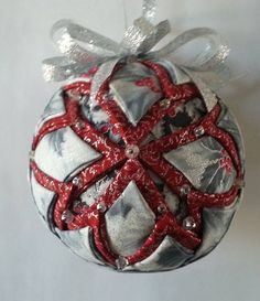 Quilted Christmas Ornaments, Handmade Christmas, Christmas Tree Decorations, Christmas Crafts, Ornament Crafts, Handmade Ornaments, Snowflake Quilt, Snowflake Pattern, Quilted Fabric Ornaments