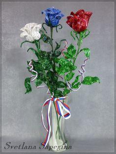 """** """"3D Red, White, & Blue Roses"""" Bead Weaving @svetlanasapegina"""